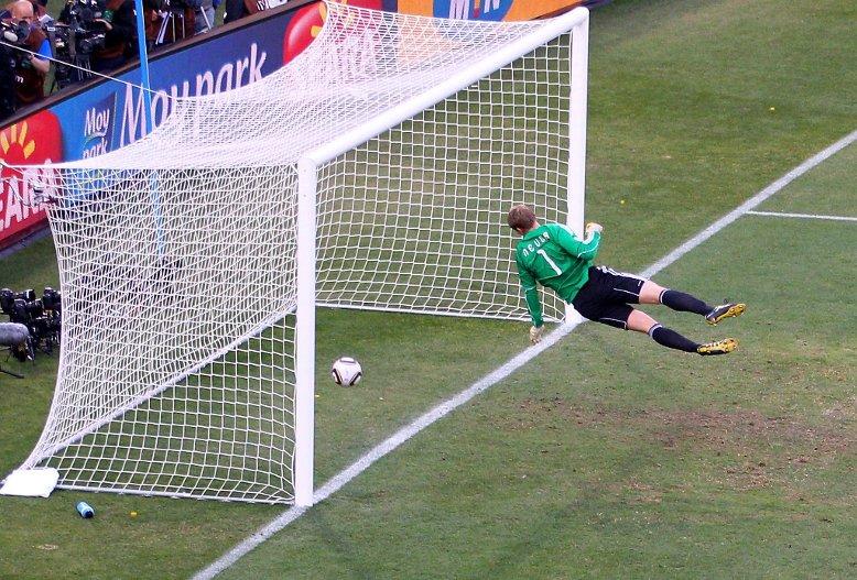 Visual of Technology vs Football: 4-4
