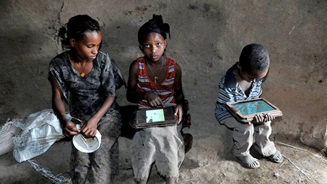 Visual of Illiterate Kids Learn to Hack Tablet Computers with No Outside Help