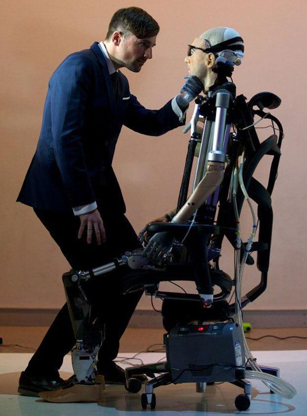 Visual of Bionic man