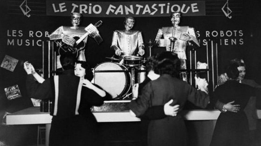 Visual of Retro Robot Band