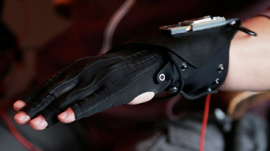 Visual of Smart Gloves Turn Gestures into Music