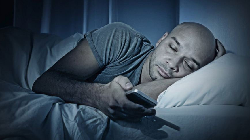 Visual of Australians Wake Up One Hour Early Due to System Error in Their Mobile Phones