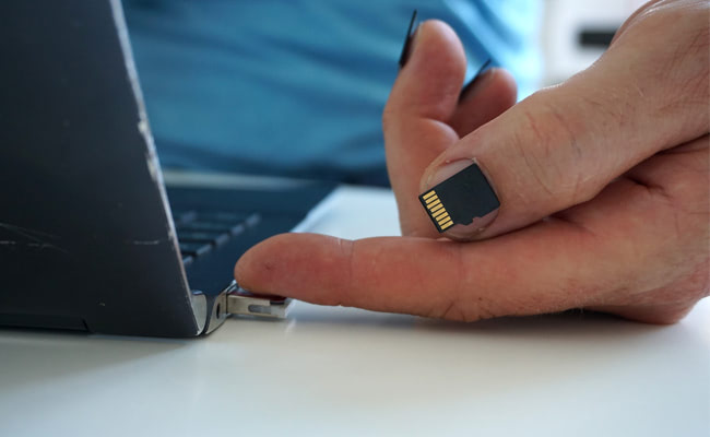 Visual of Feelling Information with Our Fingertips