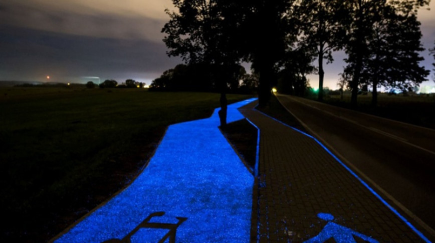 Visual of Luminous Bike Lane Opened in Poland