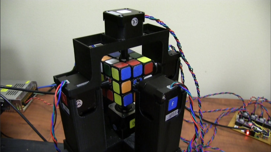Visual of Robot Breaks Rubik's Cube World Record
