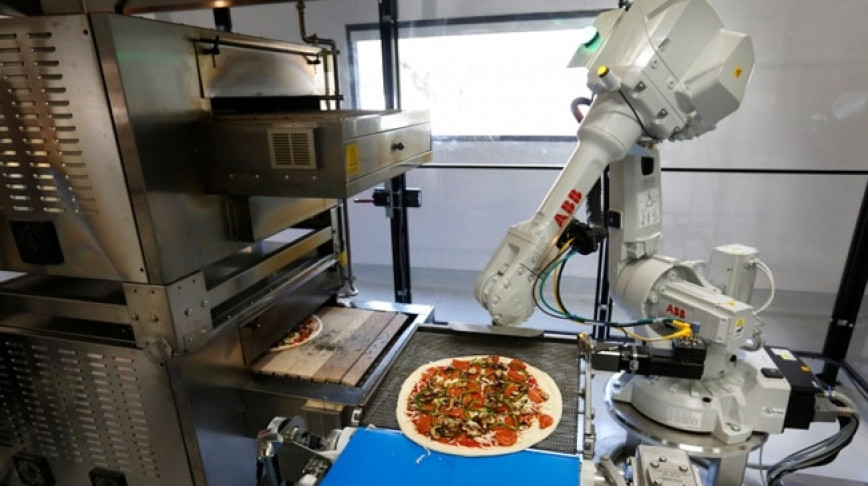 Visual of Robots Are Making Pizza Now