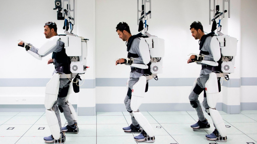 Visual of This brain-controlled exoskeleton allows a paralyzed man to walk again