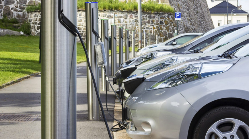 Visual of Electric cars might not yet be green, but we should buy them anyway