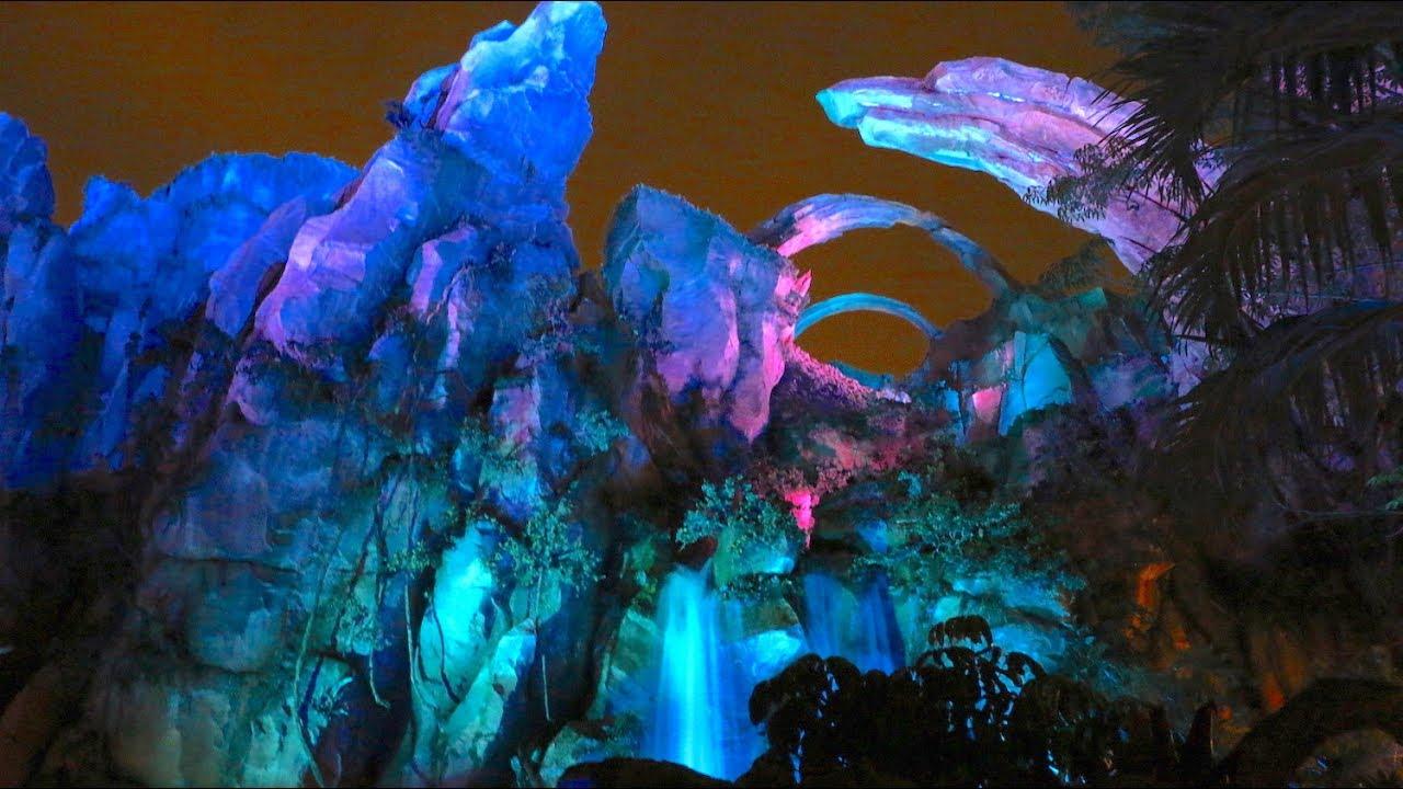 Visual of Avatar and the glowing bioluminescence of Pandora