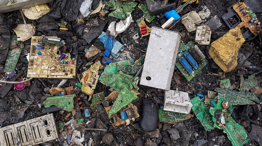Visual of This year's electronic waste weighs more than the Great Wall of China