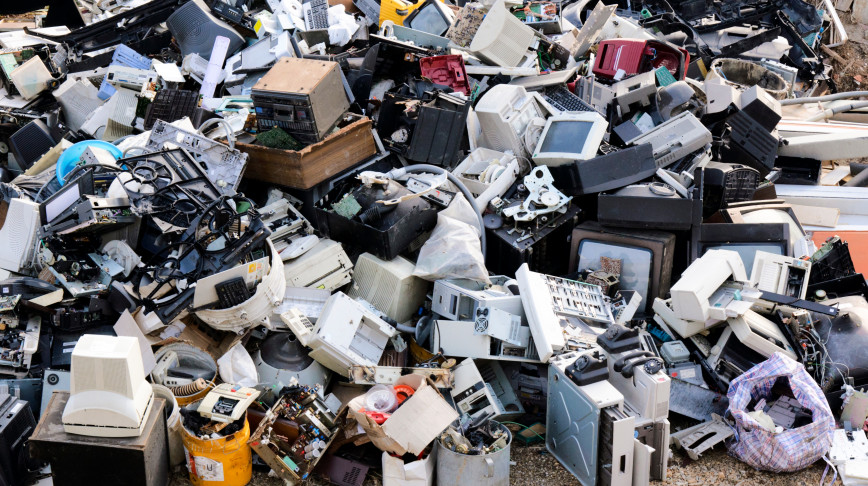 Visual of Working with microbes to clean up electronic waste
